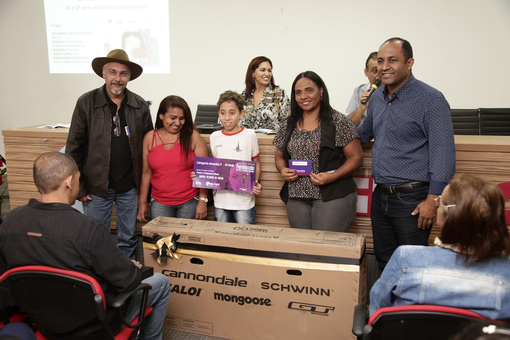 2019.05.19-Premiacao-do-X-Concurso-de-Redacao-do-Sinpro-DF_fotos-ECOM-109