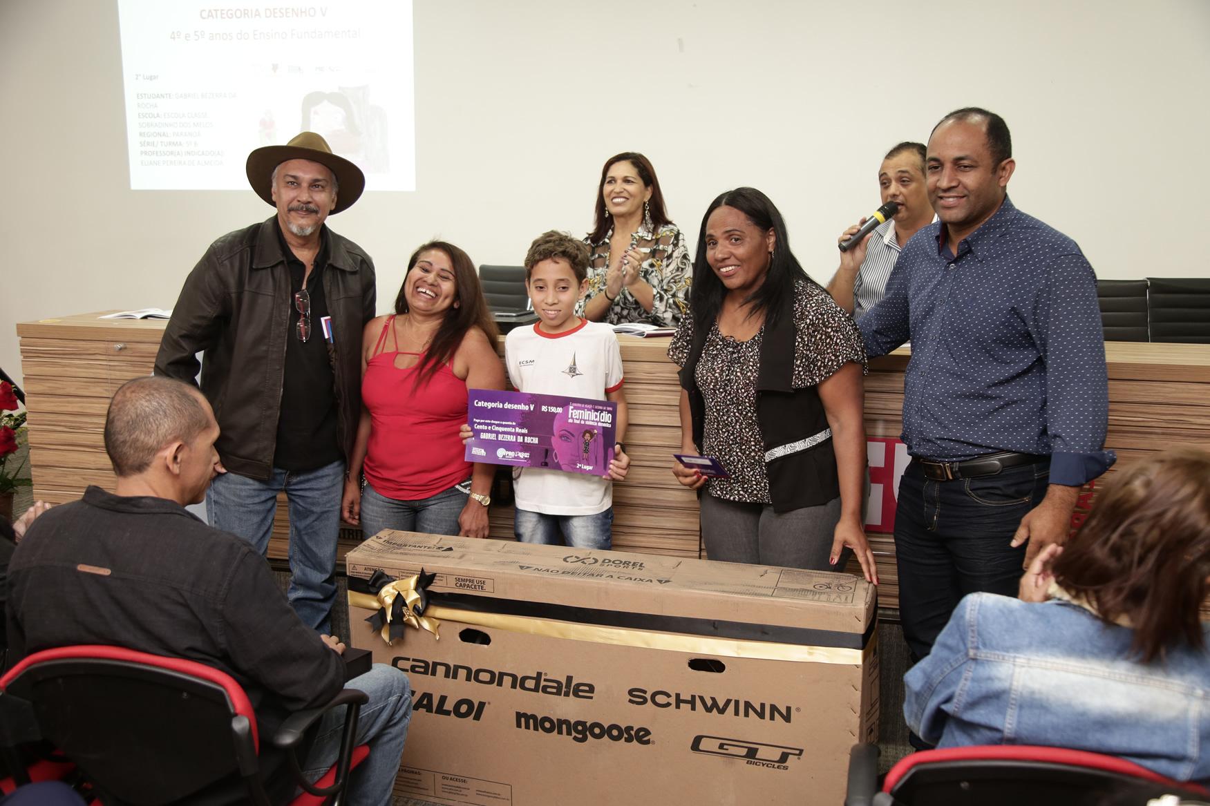 2019.05.19-Premiacao-do-X-Concurso-de-Redacao-do-Sinpro-DF_fotos-ECOM-111