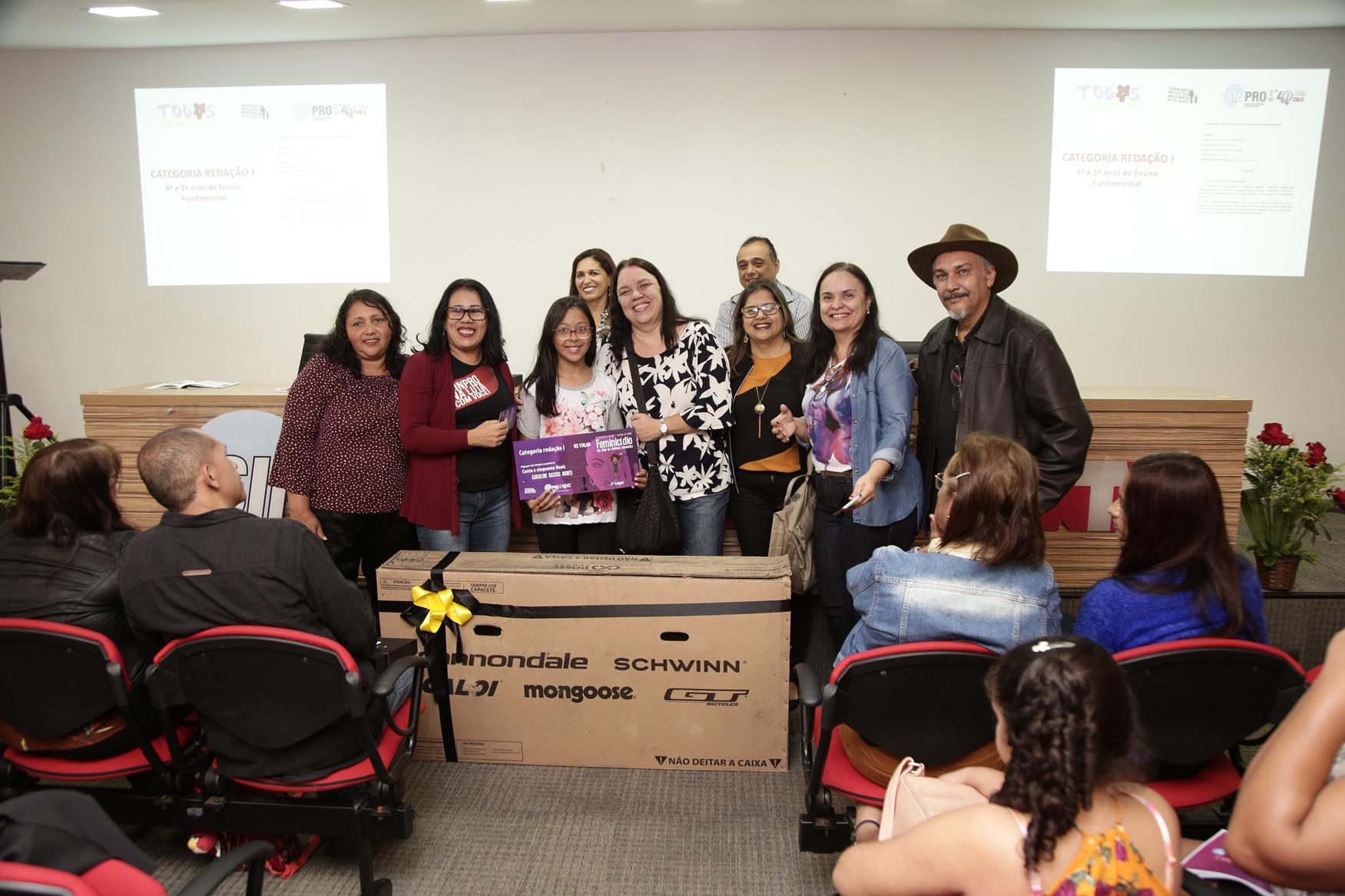 2019.05.19-Premiacao-do-X-Concurso-de-Redacao-do-Sinpro-DF_fotos-ECOM-44