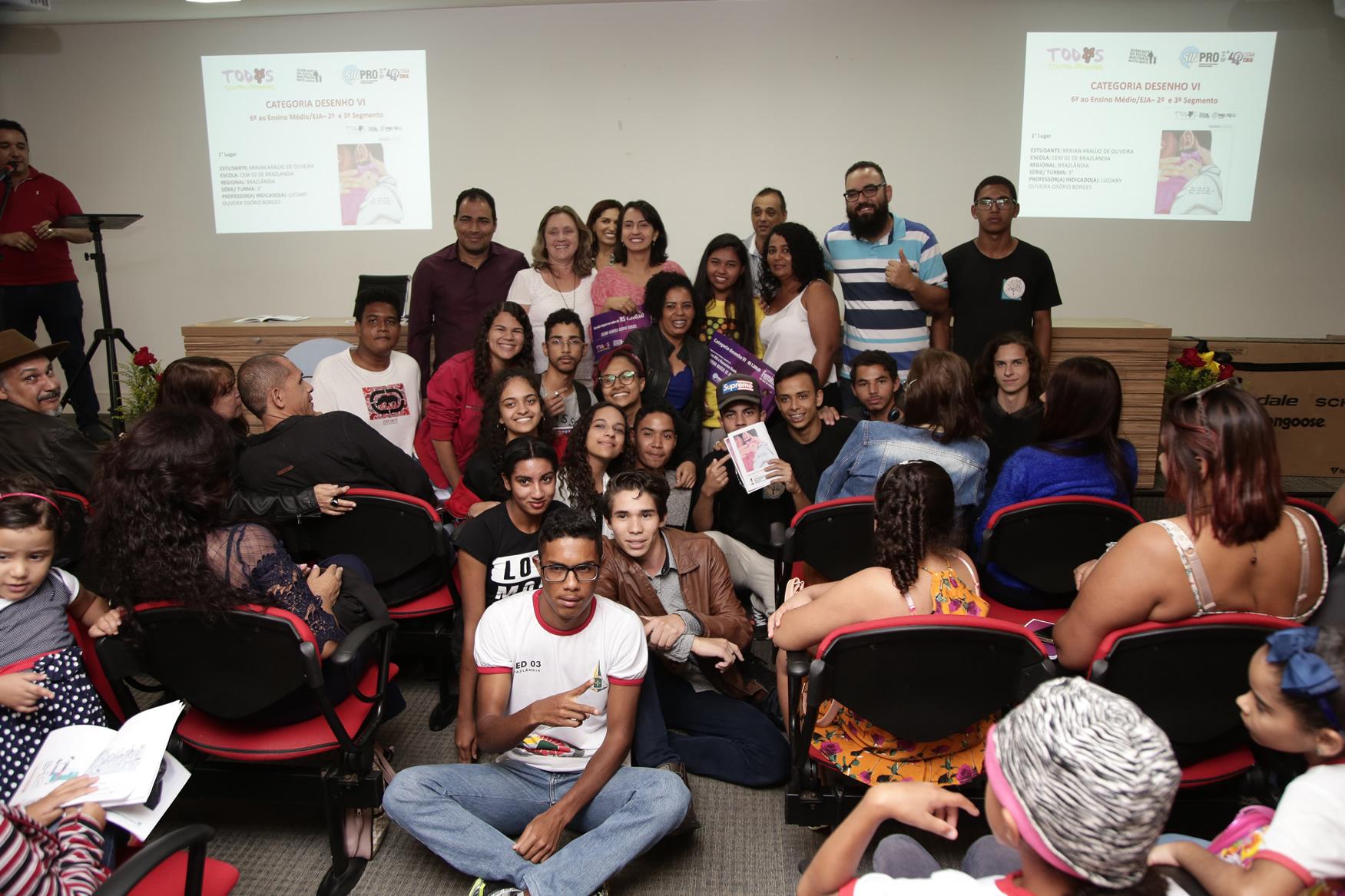2019.05.19-Premiacao-do-X-Concurso-de-Redacao-do-Sinpro-DF_fotos-ECOM-47