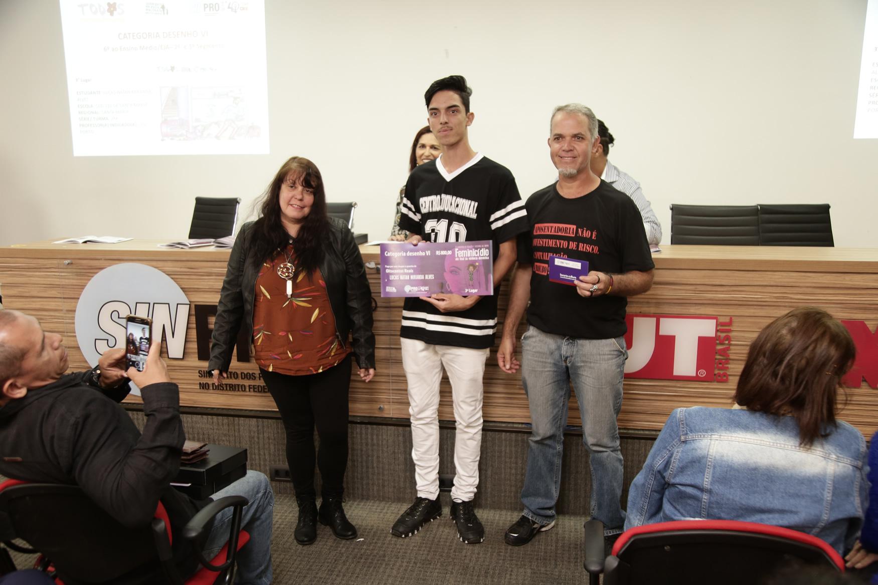 2019.05.19-Premiacao-do-X-Concurso-de-Redacao-do-Sinpro-DF_fotos-ECOM-60