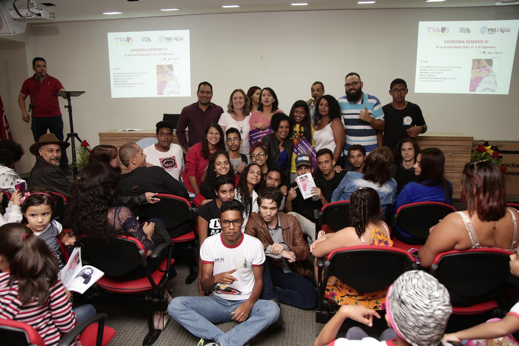 2019.05.19-Premiacao-do-X-Concurso-de-Redacao-do-Sinpro-DF_fotos-ECOM-83