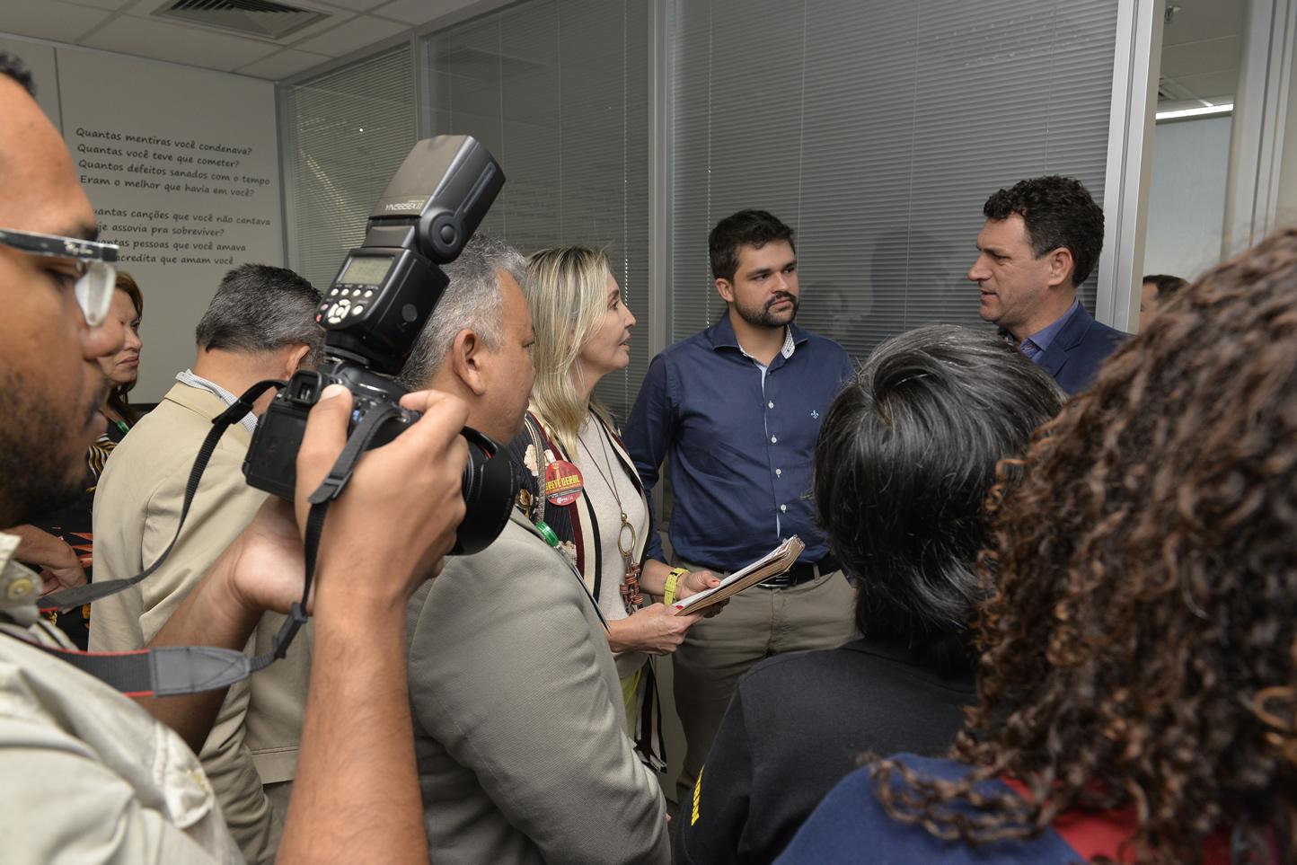 2019.06.13_Visita-aos-gabinetes-contra-o-fim-da-licenca-premio_fotos-Deva-Garcia-23