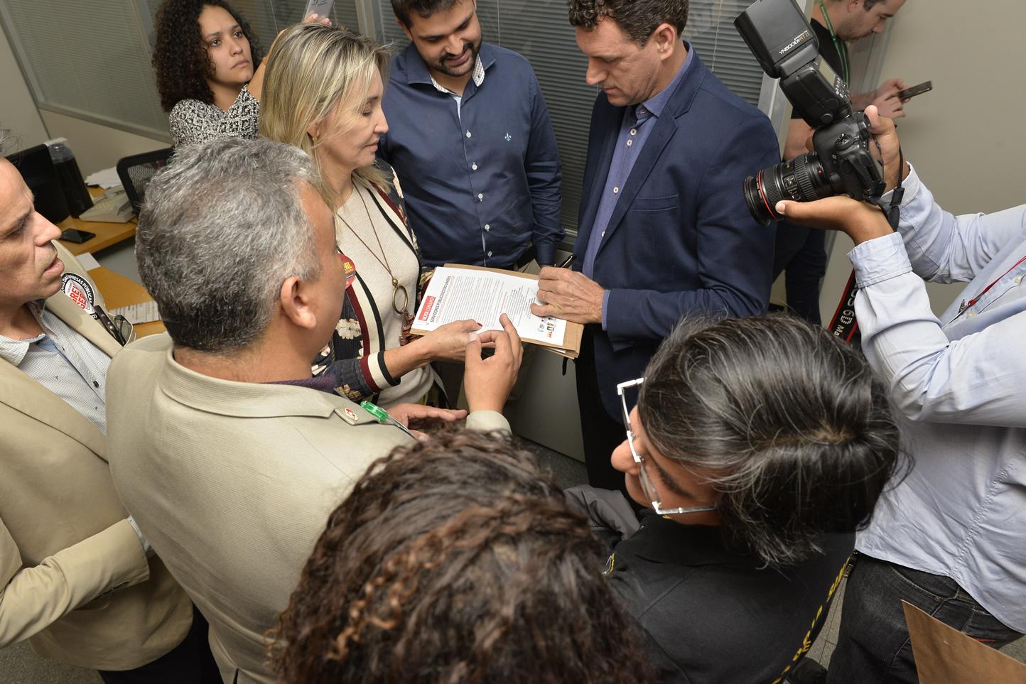 2019.06.13_Visita-aos-gabinetes-contra-o-fim-da-licenca-premio_fotos-Deva-Garcia-25