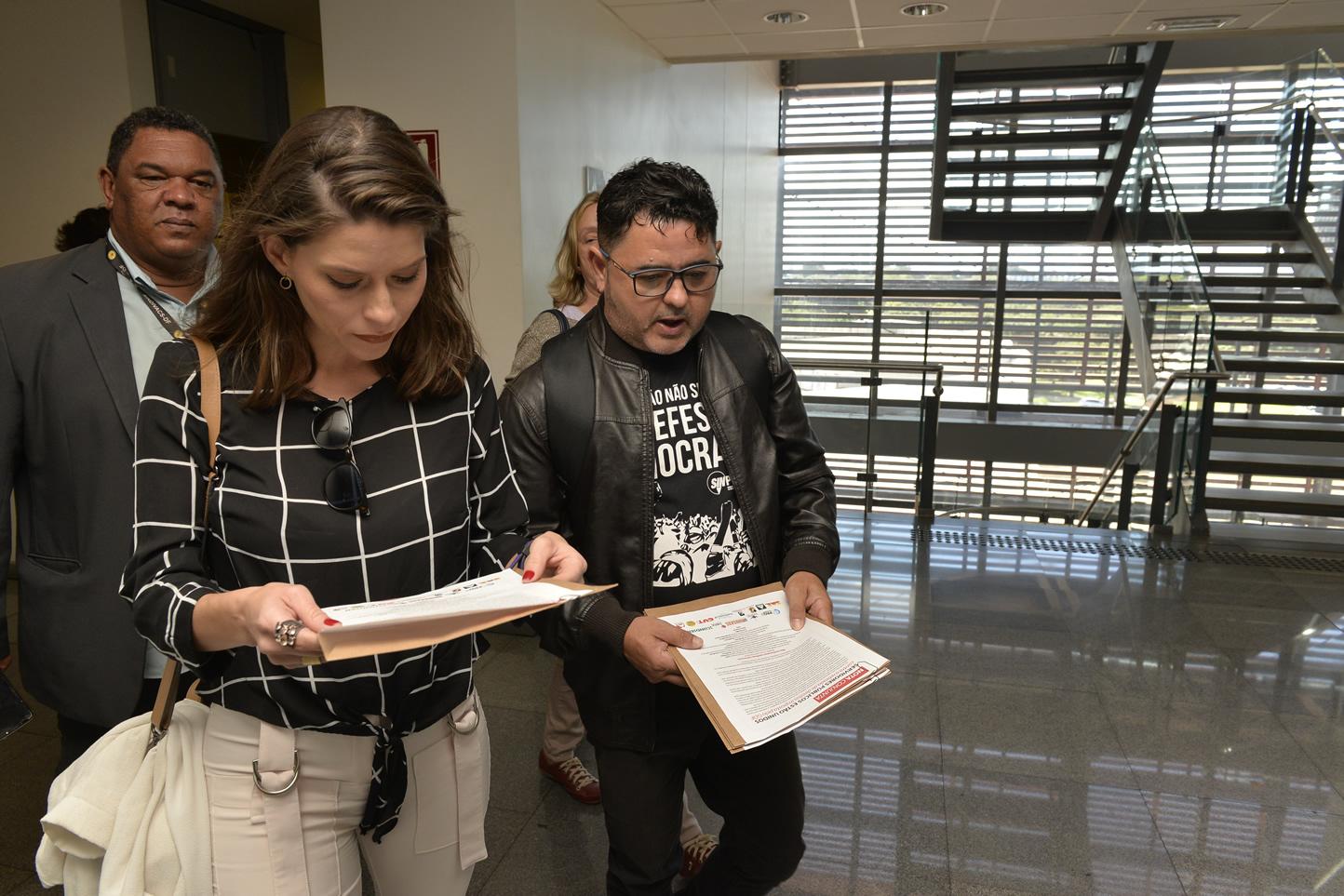 2019.06.13_Visita-aos-gabinetes-contra-o-fim-da-licenca-premio_fotos-Deva-Garcia-27