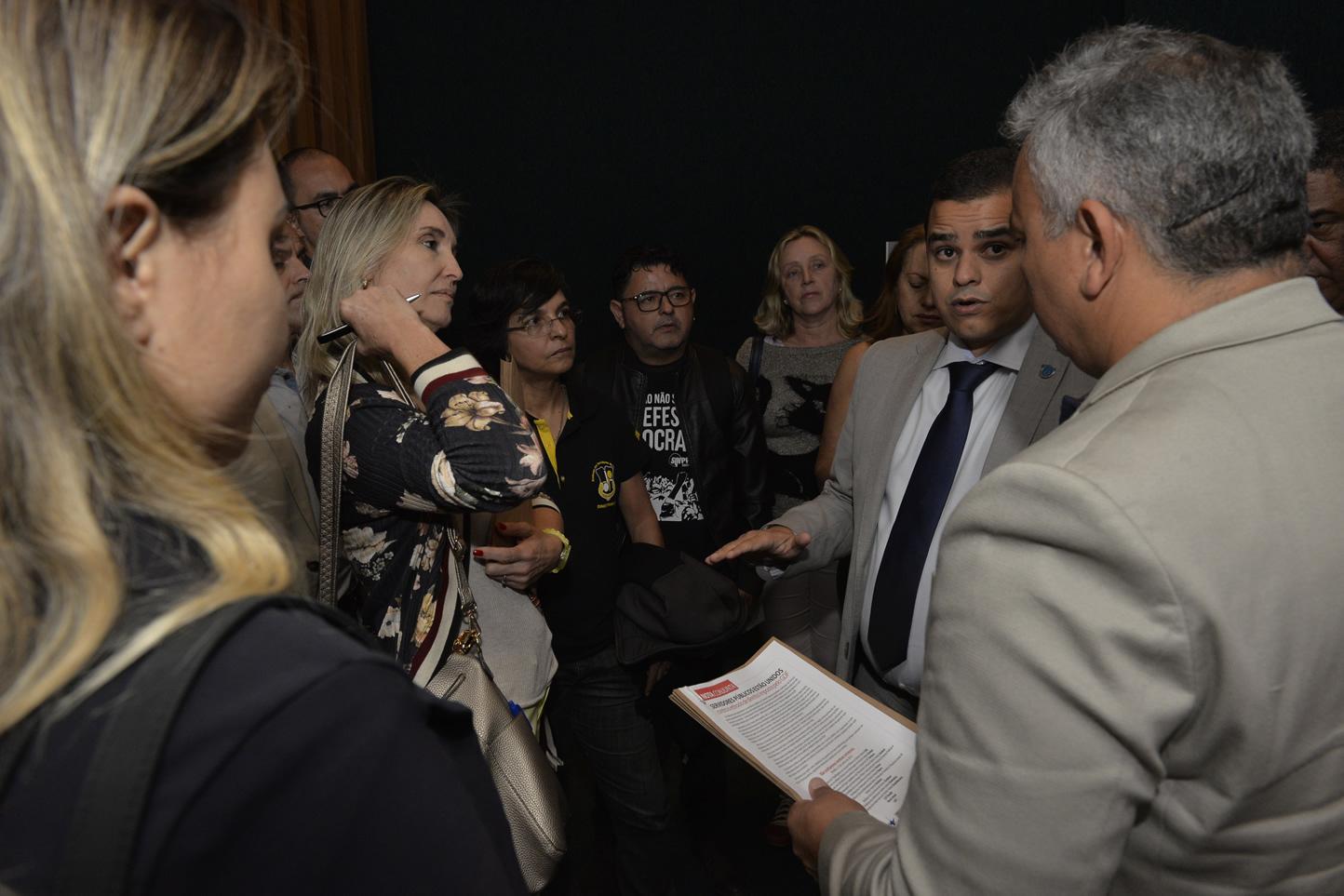 2019.06.13_Visita-aos-gabinetes-contra-o-fim-da-licenca-premio_fotos-Deva-Garcia-42