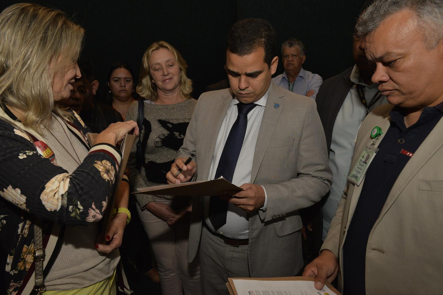 2019.06.13_Visita-aos-gabinetes-contra-o-fim-da-licenca-premio_fotos-Deva-Garcia-45