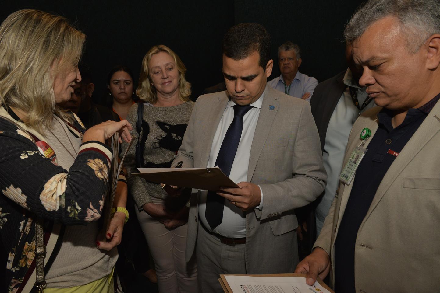 2019.06.13_Visita-aos-gabinetes-contra-o-fim-da-licenca-premio_fotos-Deva-Garcia-46