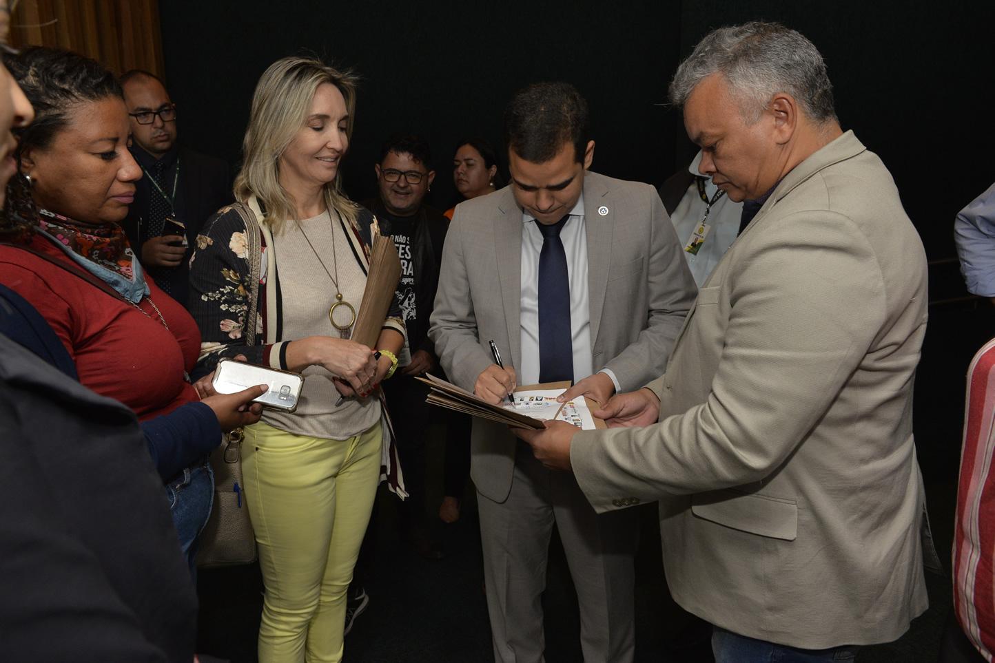 2019.06.13_Visita-aos-gabinetes-contra-o-fim-da-licenca-premio_fotos-Deva-Garcia-49