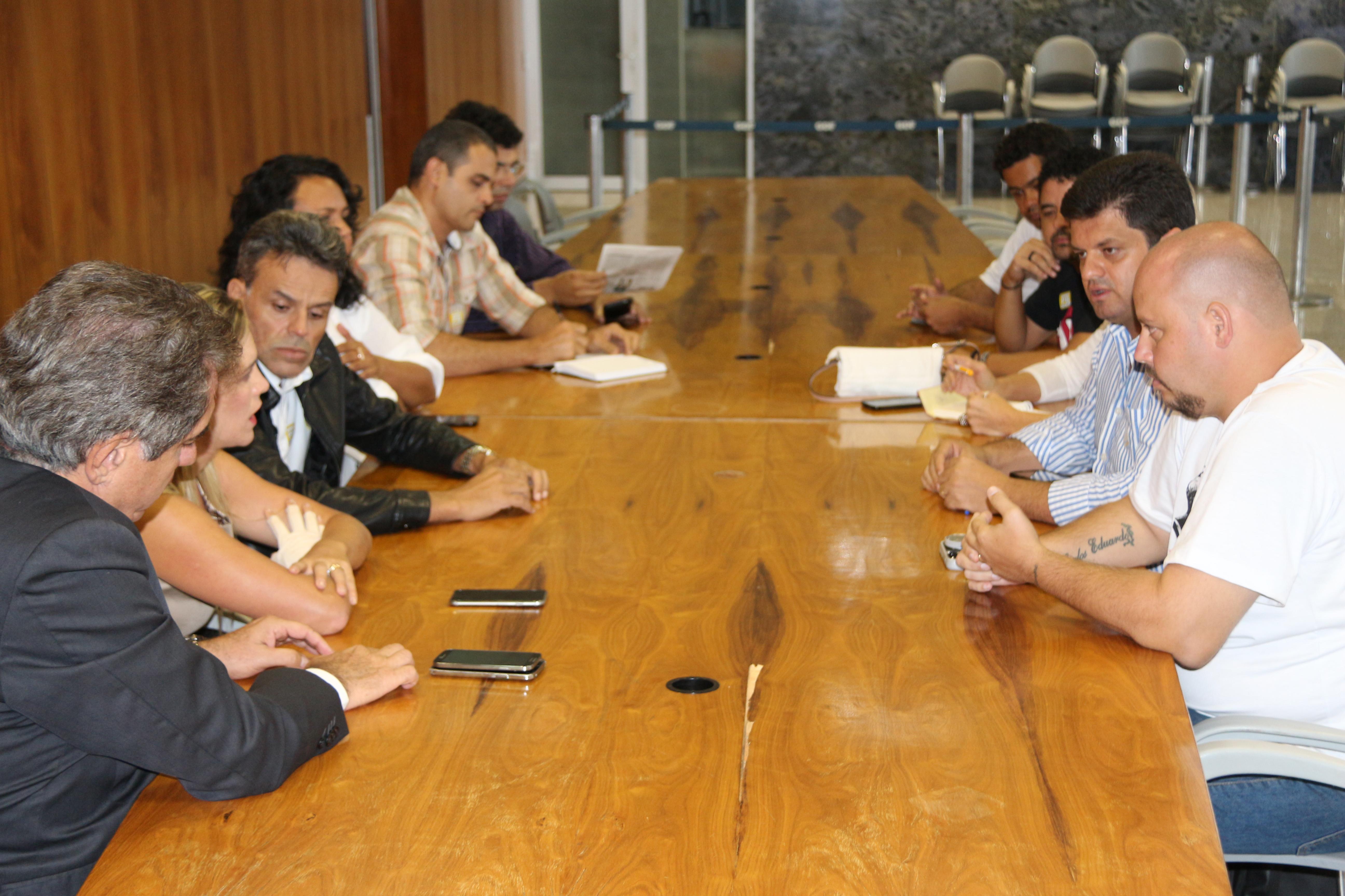 A Comissão de Negociação do Sinpro, a CUT e representantes sindicais se reuniram com a presidente da Câmara Legislativa do Distrito Federal, deputada Celina Leão, e com o secretário de Relações...