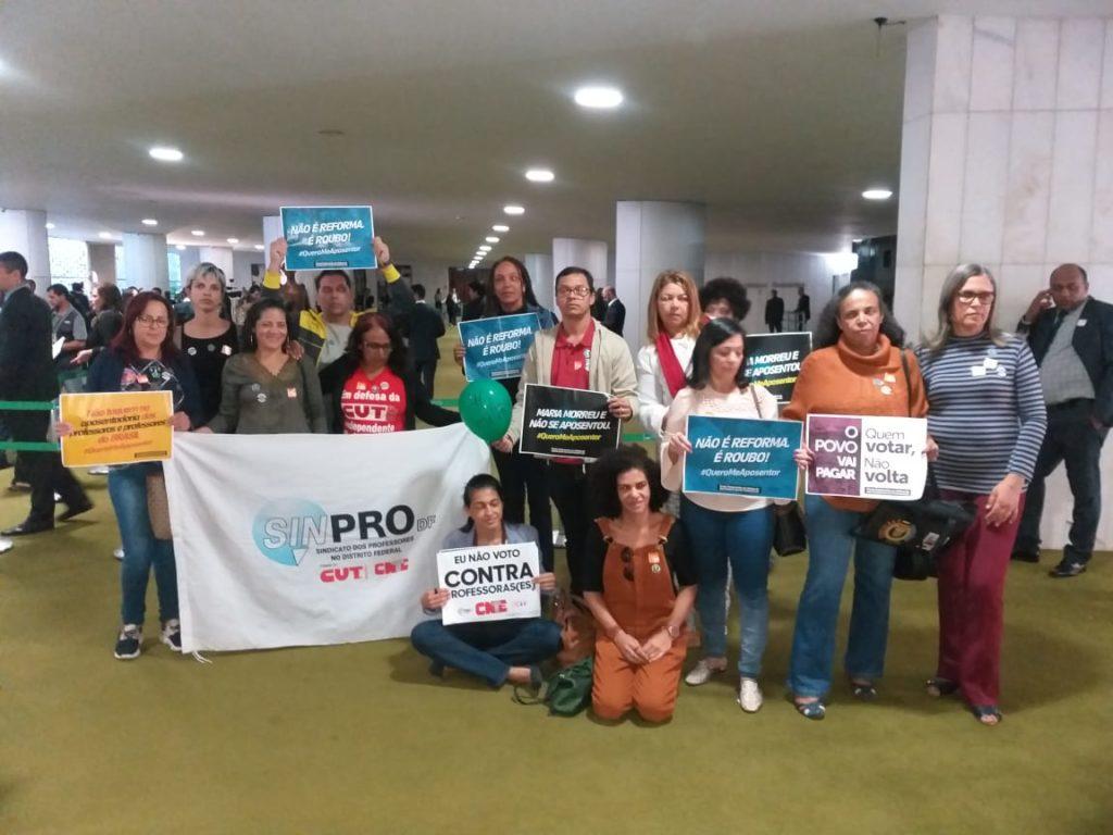 Diretores(as) do Sinpro-DF acompanham, de perto, a votação da reforma da Previdência