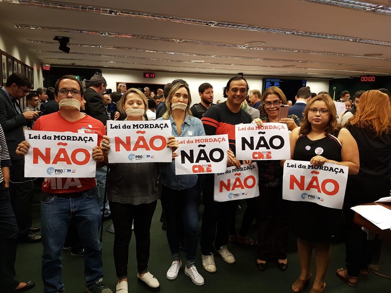 Fotos Lei da Mordaça Votacao (00)