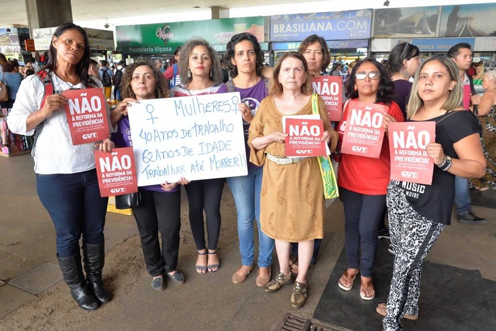 2017.12.05_Panfletagem contra reforma da previdencia_foto Deva Garcia (1)