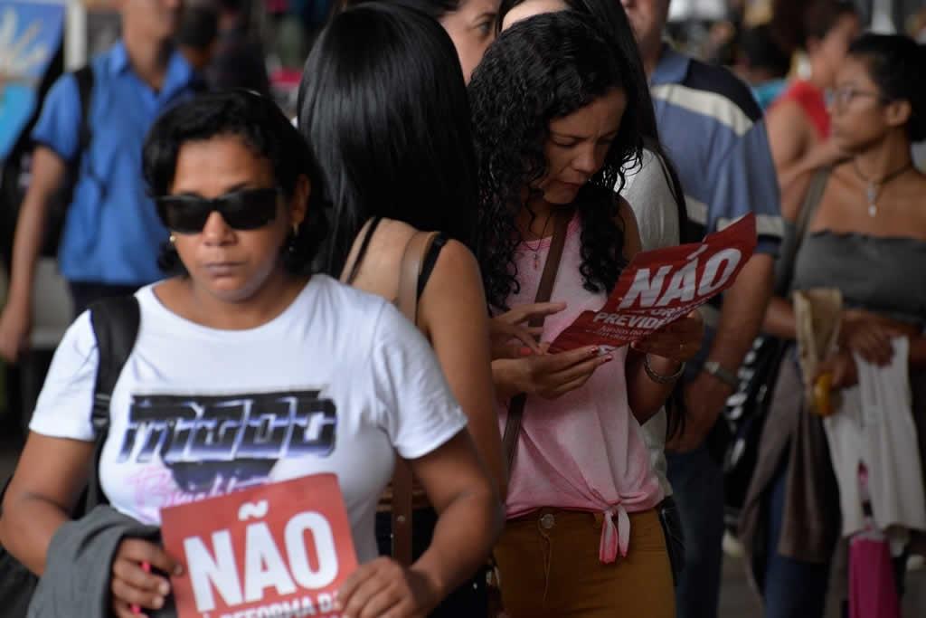 2017.12.05_Panfletagem contra reforma da previdencia_foto Deva Garcia (13)