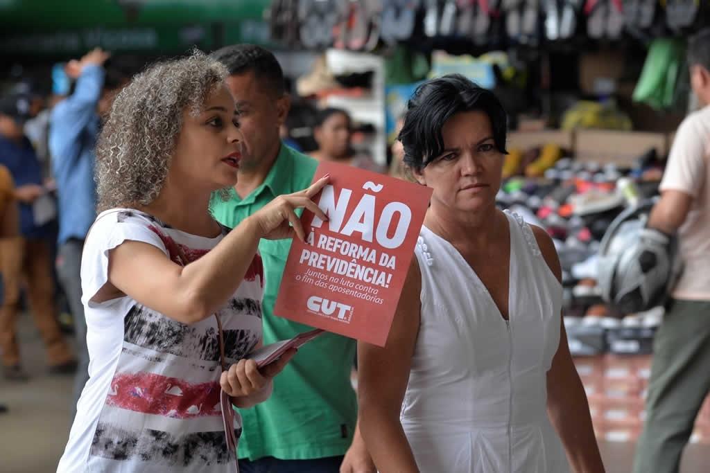2017.12.05_Panfletagem contra reforma da previdencia_foto Deva Garcia (16)