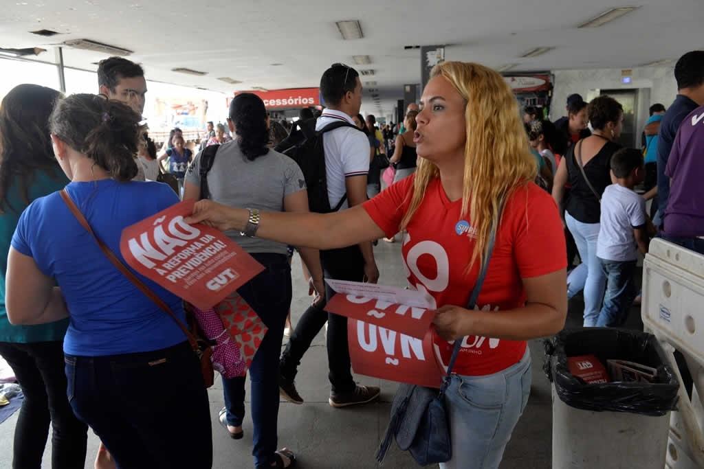 2017.12.05_Panfletagem contra reforma da previdencia_foto Deva Garcia (2)