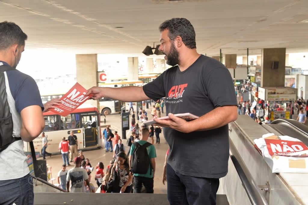 2017.12.05_Panfletagem contra reforma da previdencia_foto Deva Garcia (4)