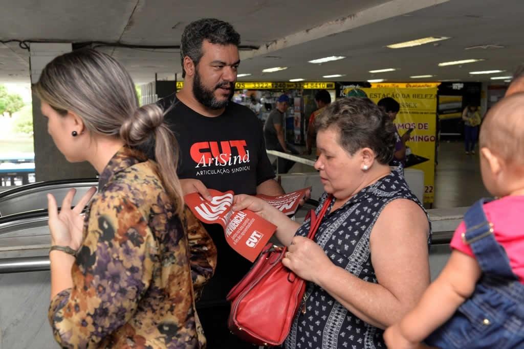 2017.12.05_Panfletagem contra reforma da previdencia_foto Deva Garcia (5)